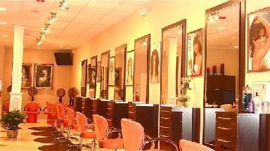 Yvelisse Salon