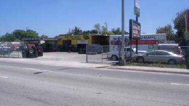 U-Haul Neighborhood Dealer - Auto Care Plus - Miami, FL