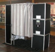 4 Flashes Photo Booth - Dallas, TX