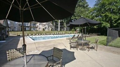 The Oaks At Falls Church Apartments - Falls Church, VA