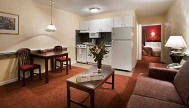 Luxbury Inn &amp; Suites