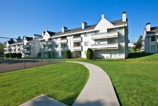Hilltop In The Highlands Apartments - Renton, WA