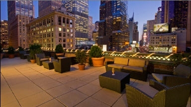 The Sky Deck Rooftop Bar At The Novotel In New York Ny