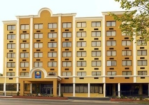 Comfort Inn &amp; Suites Near Union Station