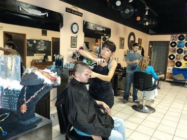 Petronella's Hair & Tanning - Jeffersonville, KY