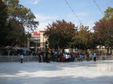 Westfield Shoppingtown Downtown Plaza Holiday Ice Rink - Sacramento, CA