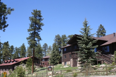 Forest Heights Lodge - Evergreen, CO