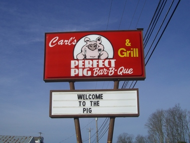 Carl's Perfect Pig Barbque - White Bluff, TN