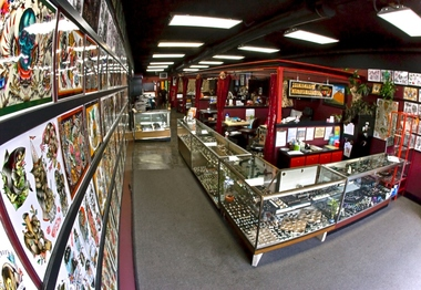 Pierced hearts tattoo parlor seattle wa for Tattoo parlors seattle