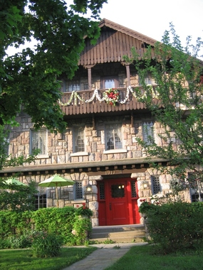 Stone Chalet Bed and Breakfast Inn and Event Center - Ann Arbor, MI
