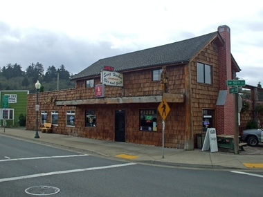 Snug Harbor Bar & Grill - Lincoln City, OR