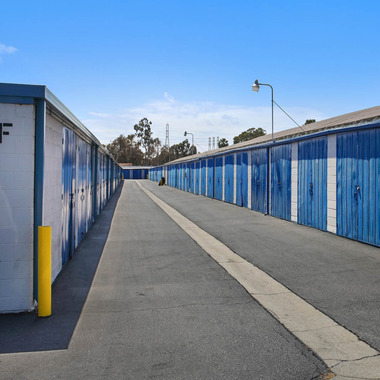 Paramount Jackson Self Storage In Paramount Ca 90723